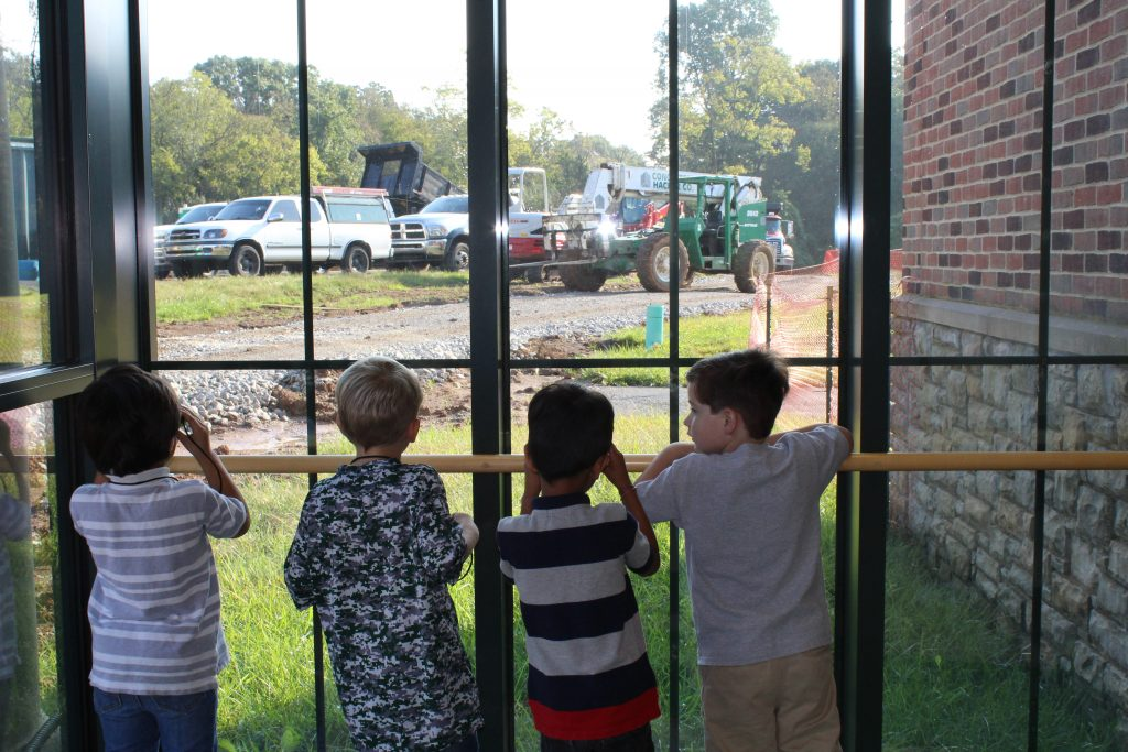 Prekindergarteners observe construction at The Lexington School